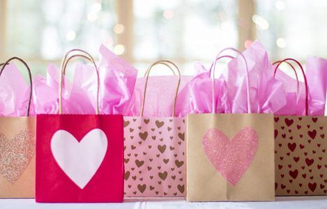 gift-bags-2067663_1920-1110×735
