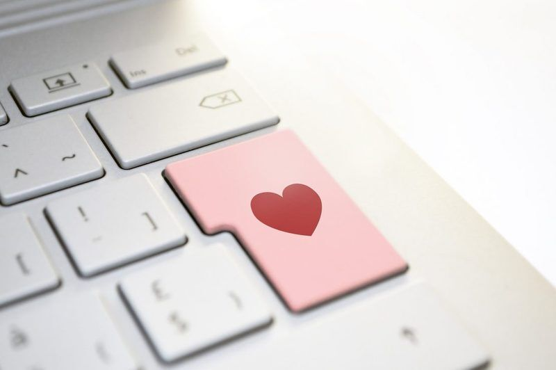 Valentine's Day and E-commerce - Are retailers doing enough to achieve sales?
